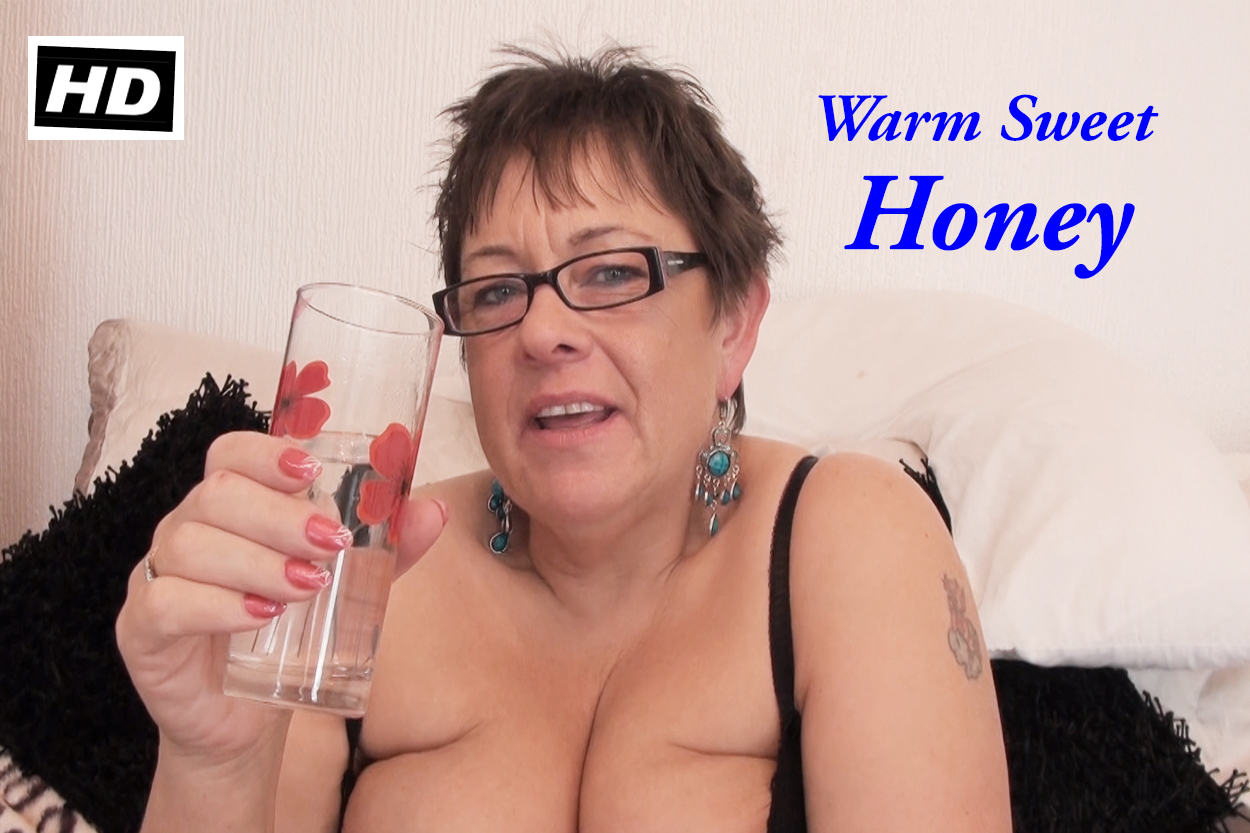 Honey's Vibrator Playtime